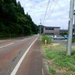 県道沿いの便利さ、バス停まで150m(周辺)