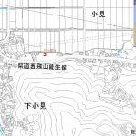 県道沿いから3軒分入った位置(地図)